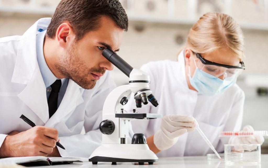 Opatrunek z jedwabiu i złota skuteczniejszy niż szwy? Nowy wynalazek naukowców z USA