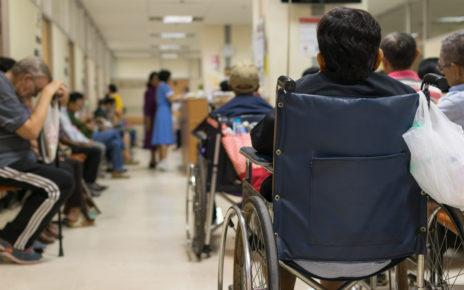 Badanie: nawet nieużywane bandaże i taśmy chirurgiczne mogą być zanieczyszczone