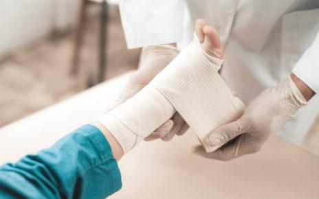 Minister zdrowia: NFZ sfinansuje opatrunki i zestawy terapeutyczne dla chorych na EB