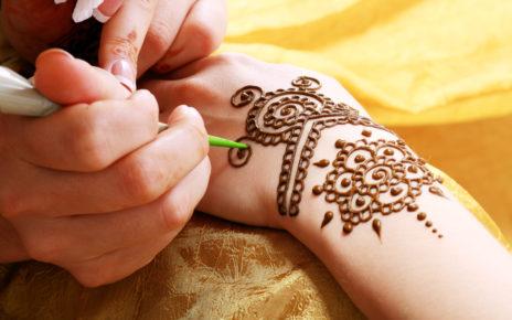 Tatuaż z henny poparzył dziecko