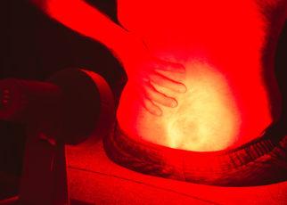 Terapia czerwonym światłem może pomóc w leczeniu urazów sportowych