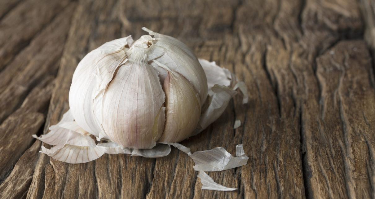 Czosnek może ułatwiać gojenie się ran poprzez wspomaganie krążenia mikronaczyniowego