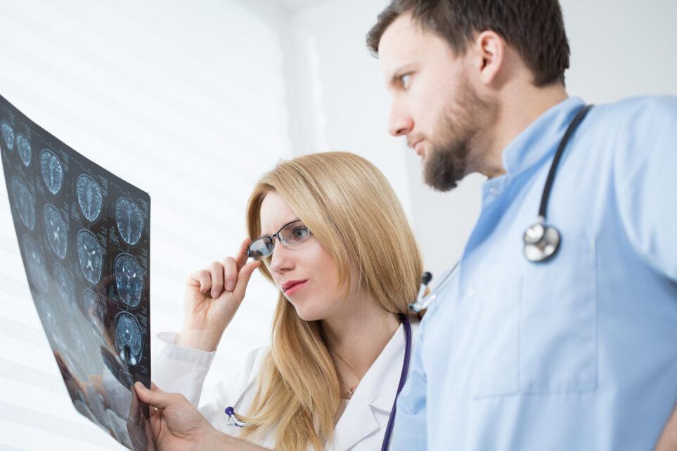 Nieprawidłowe gojenie się tkanek przyczyną powstania guza mózgu