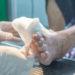 Nie tylko opatrunki. Jak przyspieszyć gojenie rany?